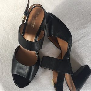Naturalizer black chunky open toe Heel